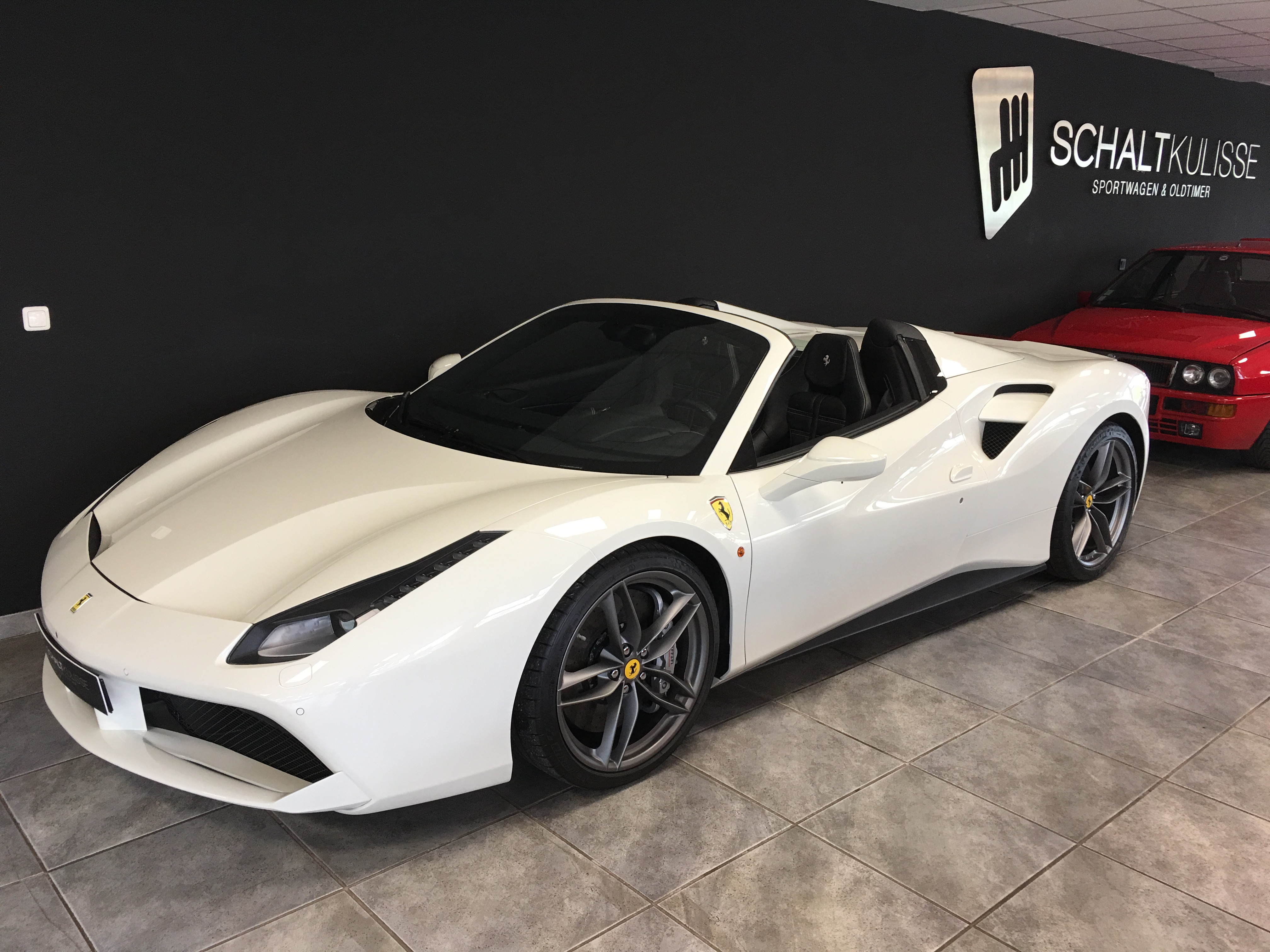 https://www.sportwagen-versicherungen.de/wp-content/uploads/Ferrari_488_Spider_1.jpg
