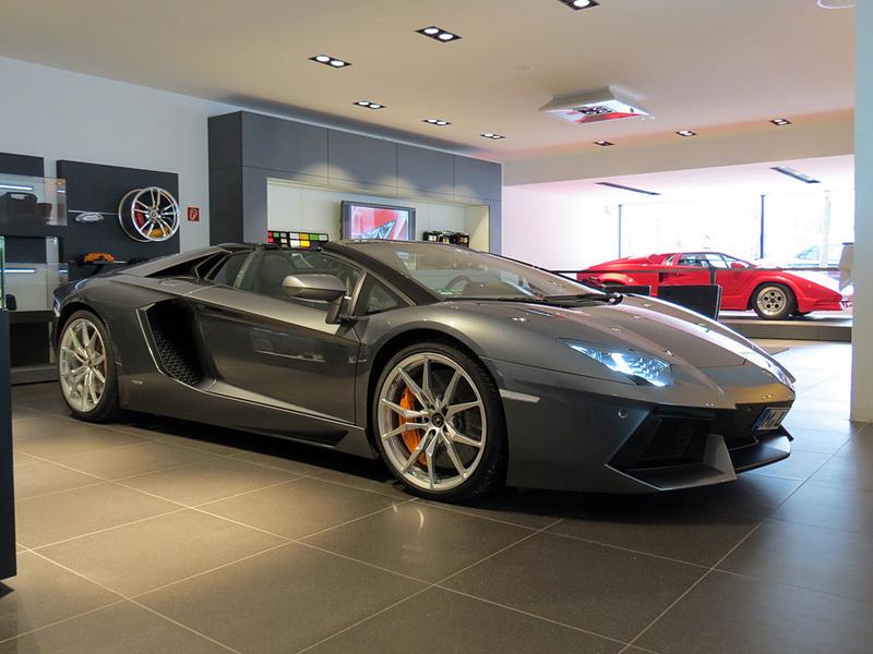 http://www.sportwagen-versicherungen.de/wp-content/uploads/Lamborghini-Aventador-LP-700-4-Roadster_1.png